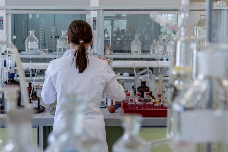 新型コロナウイルスの治療薬とワクチンの状況は?【中・ロシアが先行】