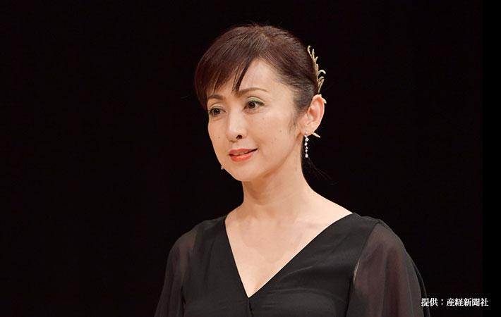 黒ドレスの斉藤由貴