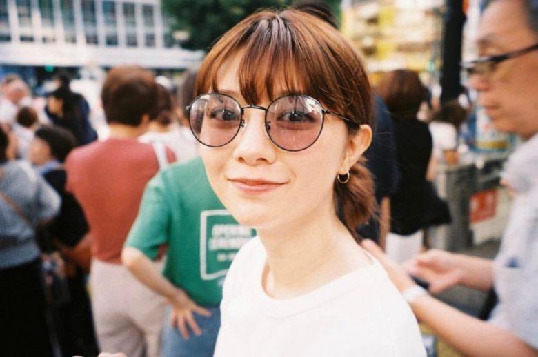 川津明日香の眼鏡
