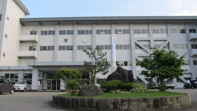 秋田県立湯沢高校の正面画像