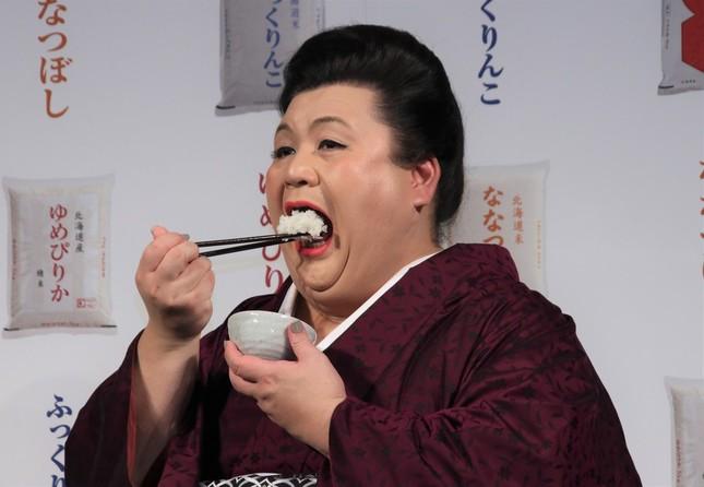 マツコがお米を食べている