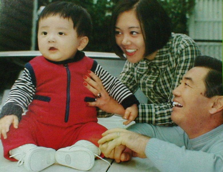 【親画像】小山田圭吾の両親は中国人?離婚した元嫁や子供は誰?