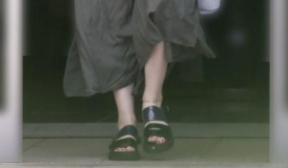 【画像】篠原涼子のアンクレットのブランドは?グァンスとお揃い?